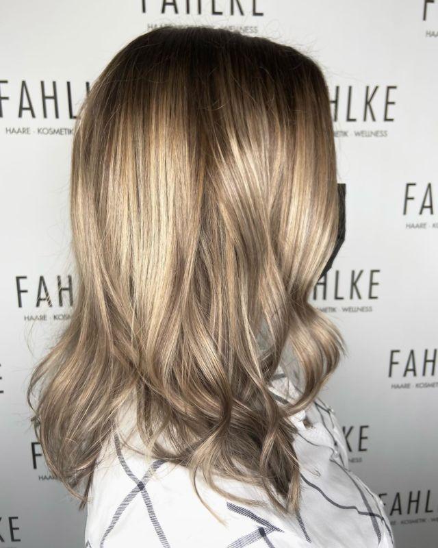Balayage 🤍 by @bia_nca_du #labiosthetique #balayage #blondehairgoals #blondebalayage #fahlkegütersloh #gütersloh #vorhernachher #beforeandafter