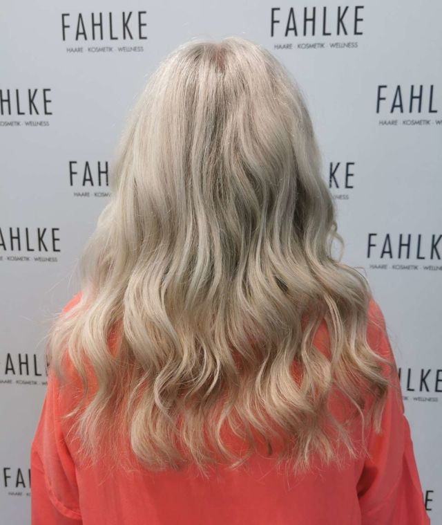 Grey hair.🤍 Veredelung von Natur grauem Haar mit Strähnen und einem Gloss. By @fahlkeklessmann . . #labiosthetiqueparis #labiosthetique #salonfahlke #friseurgütersloh #hairgoals #haircolor #fashion #hairfashion #styling #Gütersloh #hair #hairstyle #instahair #hairstyles #haircolour #haircolor #hairdye #hairdo #haircut #longhairdontcare #fashion #instafashion #straighthair #longhair #style #straight #curly #black #brown #blonde #blondehair