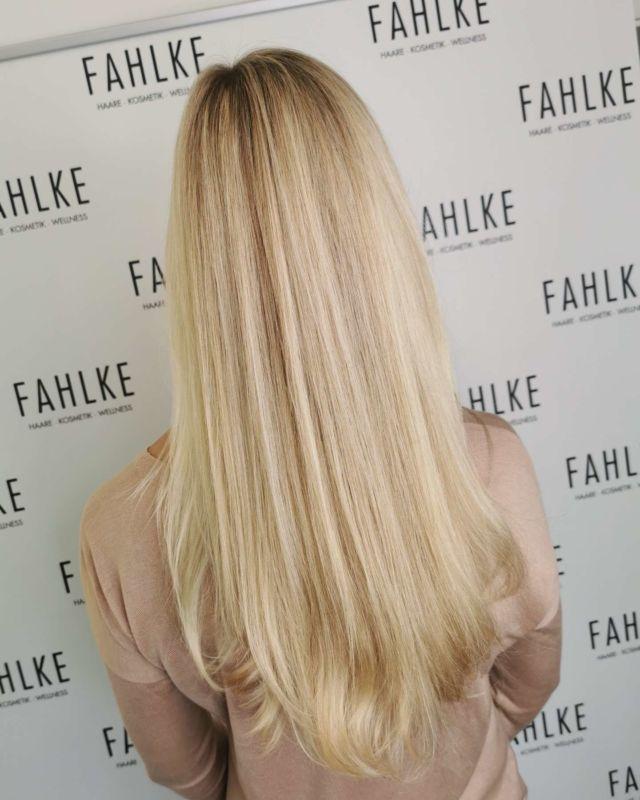 Blonde 💛💛 By @frittinchen . . #labiosthetique #labiosthetiqueparis #salonfahlke #friseurgütersloh #hairgoals #haircolor #fashion #hairfashion #styling #Gütersloh #hair #hairstyle #instahair #hairstyles #haircolour #haircolor #hairdye #hairdo #haircut #longhairdontcare #fashion #instafashion #straighthair #longhair #style