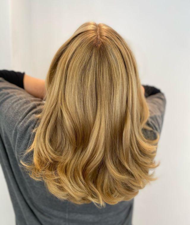 Blonde💛💛💛 By @nicole_fahlke_ho  #blondehair  #friseur  #friseurgütersloh #labiosthetiqueparis_pro  #labiosthetique #mode #hairstyle  #hairperfect #blonde  #wellen #styleinspiration  #styling  #haare  #schönehaare  #gütersloh#friseurfahlke