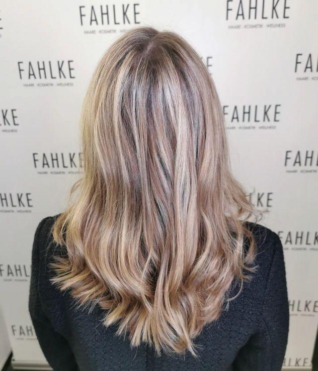 Highlights & Lowlights By @cutandcolor.by.tina . . #labiosthetique #labiosthetiqueparis #salonfahlke #friseurgütersloh #hairgoals #haircolor #fashion #hairfashion #styling #Gütersloh #hair #hairstyle #instahair #hairstyles #haircolour #haircolor #hairdye #hairdo #haircut #longhairdontcare #fashion #instafashion #straighthair #longhair  #curly  #brown #blonde  #hairoftheday #hairideas #braidideas #perfectcurls #hairfashion #hairofinstagram