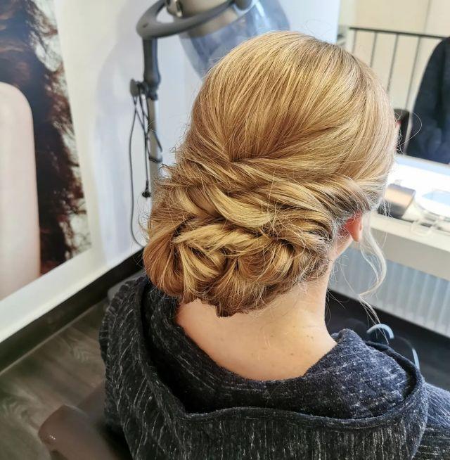 Bride 👰 By @cutandcolor.by.tina . . #labiosthetique #labiosthetiqueparis #salonfahlke #friseurgütersloh #hairgoals #haircolor #fashion #hairfashion #styling #Gütersloh #hair #hairstyle #instahair #hairstyles #haircolour #haircolor #hairdye #hairdo #haircut #longhairdontcare #fashion #instafashion #straighthair #longhair #style #straight #curly  #blonde #brunette #hairoftheday #hairideas #braidideas