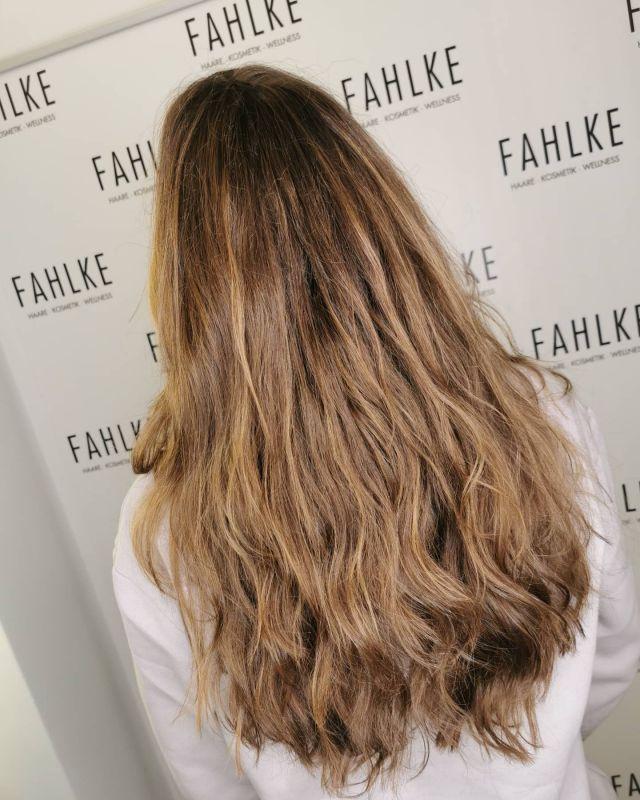 Natural highlights ☺️ By @stuekermarita . . #hairgoals #haircolor #fashion #hairfashion #styling #Gütersloh #hair #hairstyle #instahair #hairstyles #haircolour #haircolor #hairdye #hairdo #haircut #longhairdontcare #fashion #instafashion #straighthair #longhair #style #straight #curly #black #brown #blonde #brunette #hairoftheday #hairideas #balayage